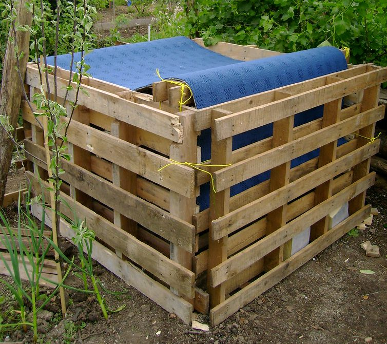 Four sided pallet bin held together with string.